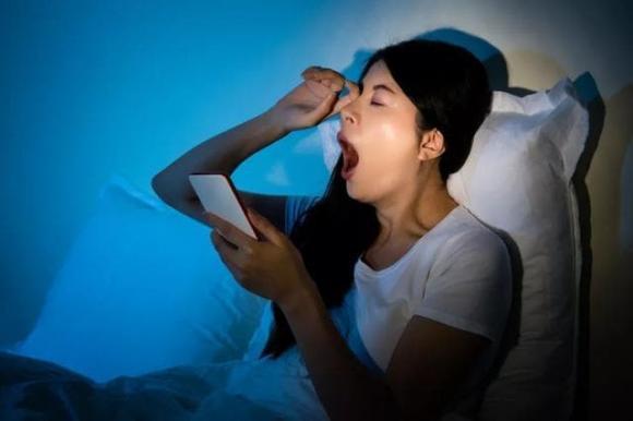chăm sóc sức khỏe đúng cách, lưu ý khi chăm sóc sức khỏe, thức khuya là mấy giờ