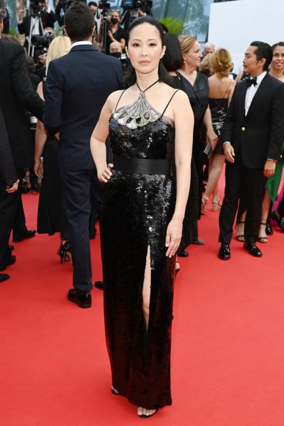 Thảm đỏ LHP Cannes 2021 ngày 7: Ngôi sao gốc Việt nổi bật với váy hai dây, Jodie Turner-Smith xuất hiện sau khi bị trộm bộ trang sức đính kim cương