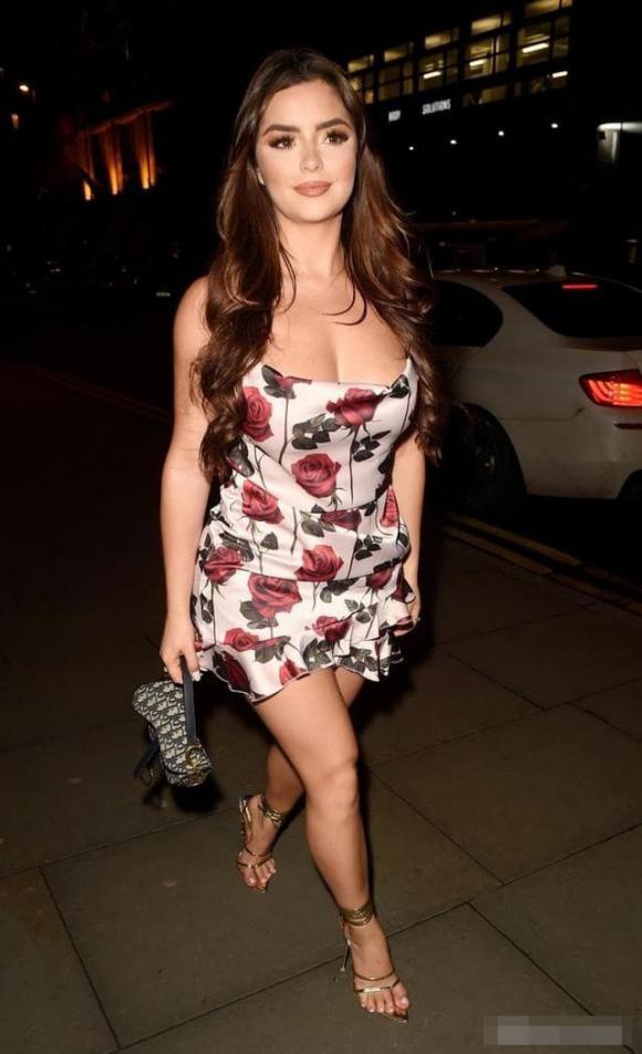 Demi Rose, mẫu nữ, người mẫu anh, thân hình nóng bỏng