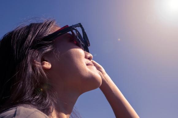 mặt trời, bình minh, hoàng hôn, mặt trời màu trắng vào buổi trưa, mặt trời màu đỏ khi bình minh và hoàng hôn