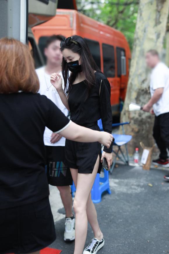 angelababy, đồ tông đen, thời trang sao hoa ngữ