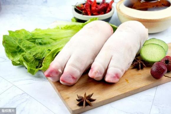 chân giò, móng giò, mẹo mua chân giò ngon không ngâm hóa chất, móng giò ngâm hóa chất, tẩy trắng móng giò