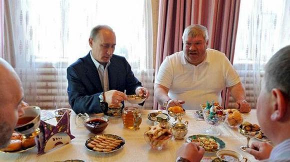 Cựu Tổng Thống Trump, Tổng Thống Putin, sự khác nhau giữa Trump và Putin
