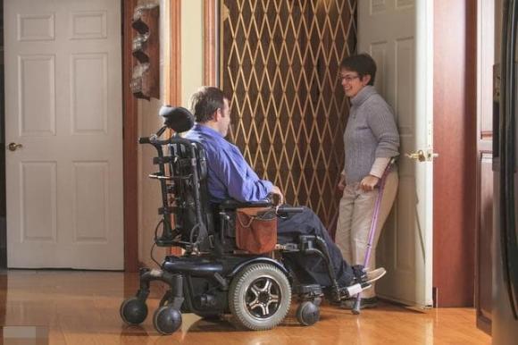 sử dụng thang máy, gương trong thang máy, người khuyết tật