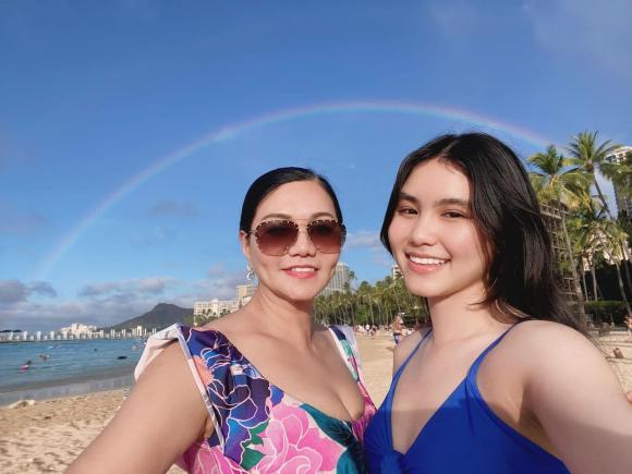NSƯT Ngọc Huyền cùng con gái cưng hiếm hoi chia sẻ ảnh diện bikini nuột nà, nhìn mà phải khen nức nở