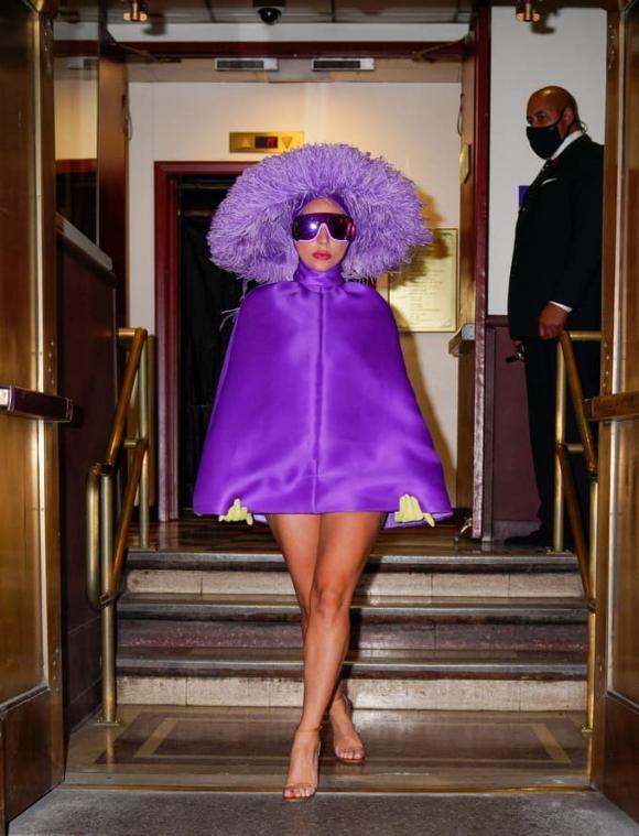 Lady Gaga, thời trang của Lady Gaga, váy giấu quần của Lady Gaga