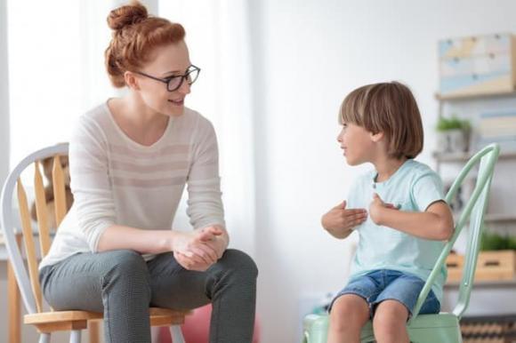 chăm sóc trẻ nhỏ, lưu ý khi chăm sóc trẻ, nên làm gì khi trẻ khóc