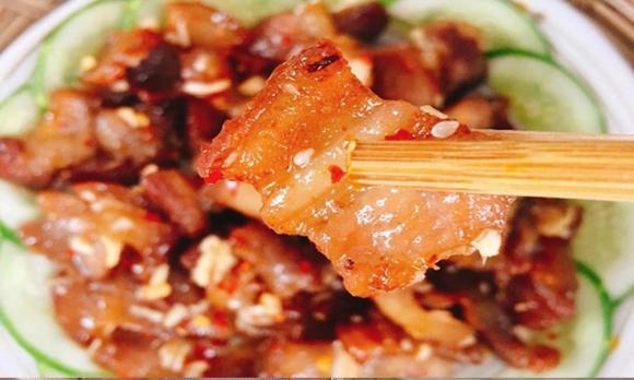 cách làm thịt lợn rang, thịt lợn rang cháy cạnh, thịt lợn rang sả ớt