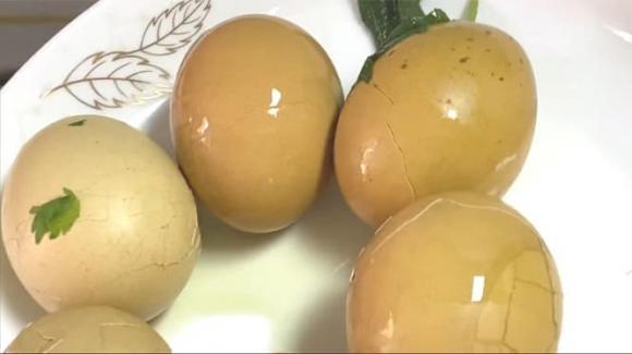luộc trứng, trứng luộc lá tía tô, dạy nấu ăn, mẹo nấu a