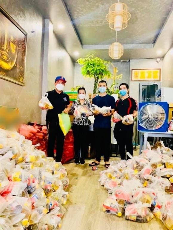 Hậu lùm xùm với ca sĩ Kim Ngân, Thúy Nga gửi 200 triệu về Việt Nam từ thiện giữa mùa dịch