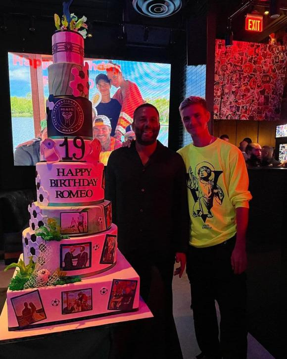romeo beckham, sinh nhật, bánh sinh nhật, harper seven, sao hollywood
