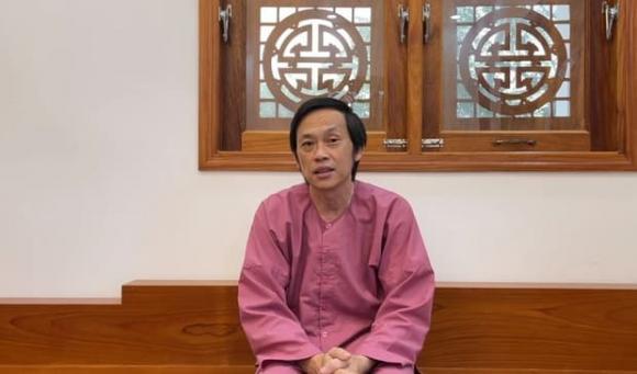 Quang Lê gây tranh cãi khi đăng hình liveshow có mặt Hoài Linh, để ảnh Lệ Quyên lớn hơn cố NS Chí Tài