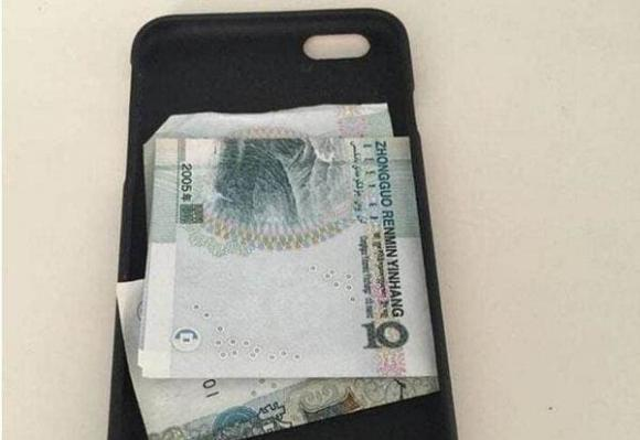 cất tiền, giấu tiền, cất tiền dưới gối, cất tiền sau điện thoại, mẹo hay