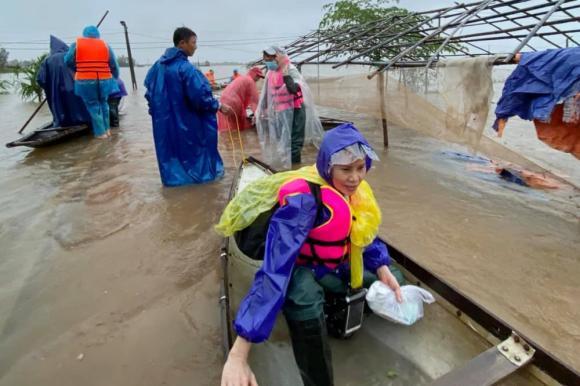 Trấn Thành, Sao Việt, Từ thiện, Mẹ ruột Hà Hồ, Hồ Ngọc Hà
