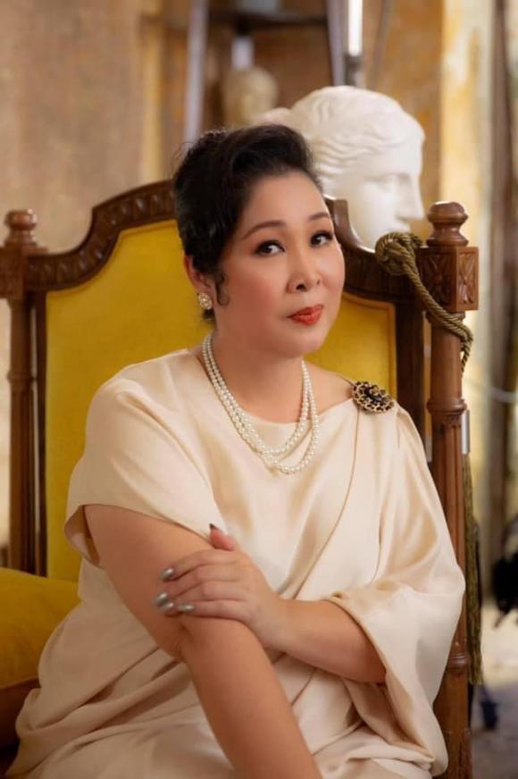 NSNS Hồng Vân, ca sĩ Phi Nhung, sao Việt