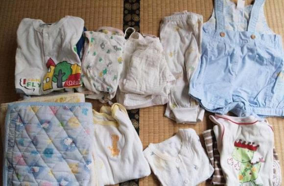 chăm sóc trẻ, nhận lại quần áo cũ, chăm sóc trẻ đúng cách