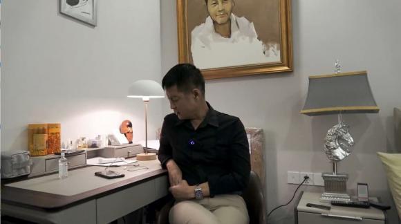 Đạo diễn Lê Hoàng, Sao Việt, Quỹ đen
