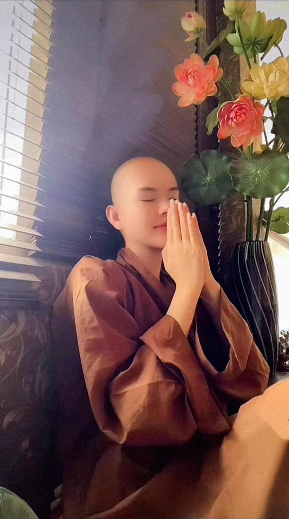 người mẫu Lê Ngọc Trinh, diễn viên Lê Ngọc Trinh, bản sao của Ngọc Trinh, sao Việt