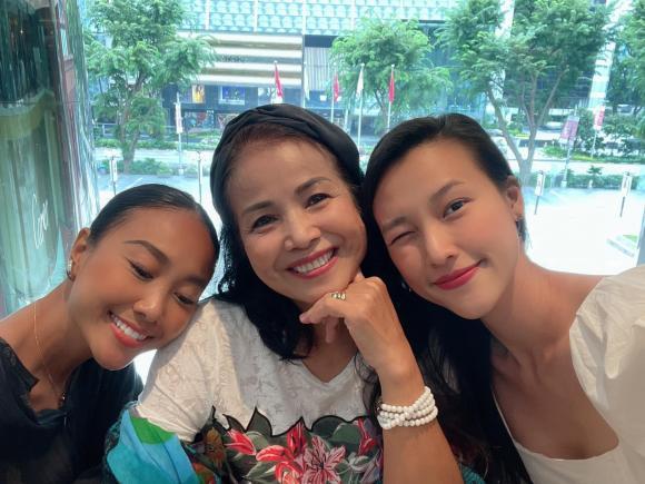 á hậu Hoàng Oanh, MC Hoàng Oanh, NSƯT Nguyễn Minh Trang, ca sĩ Đoan Trang, sao vcieejt
