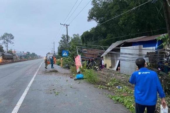Tai nạn giao thông, xe container tông sập nhà dân, bình dương