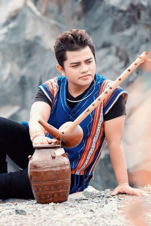 Ca sĩ Y Jang Tuyn, Qua đời, Việt Hương