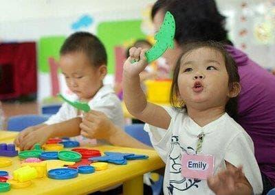 chăm sóc trẻ đúng cách, lưu ý khi chăm sóc trẻ, tuổi nào tốt nhất để gửi bé đi học mẫu giáo