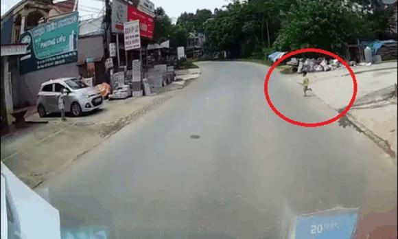 phụ nữ, xe đạp điện, ô tô tải, tai nạn