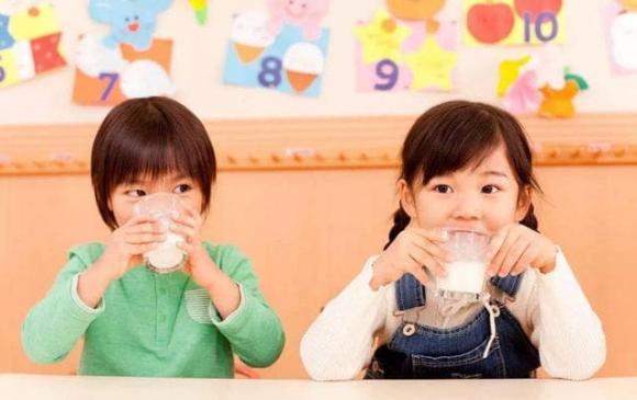 dậy thì, dạy thì sớm, xương phát triển sớm, chế độ ăn