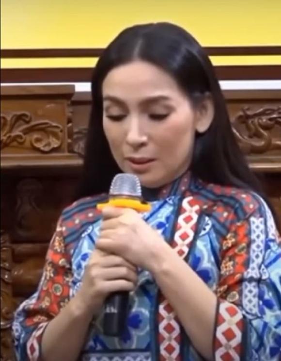 Cư dân mạng khui lại clip Phi Nhung khóc nghẹn khi nhắc về mẹ ruột giữa thời điểm sức khỏe trở nặng