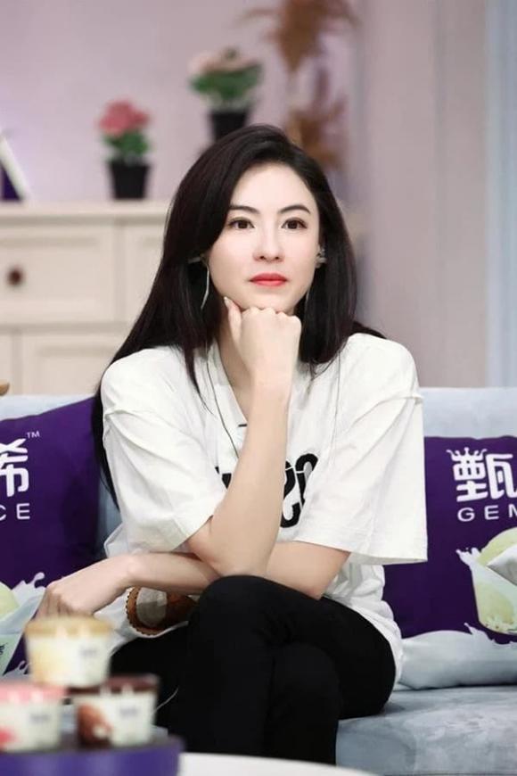 Phản ứng bất ngờ của Trương Bá Chi khi được hỏi 'Tạ Đình Phong liệu có dẫn con trai đến gặp 'mẹ kế' Vương Phi hay không'?