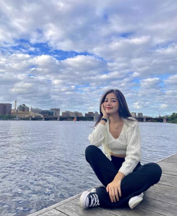 Chi Pu, Chi Pu du học, sao Việt