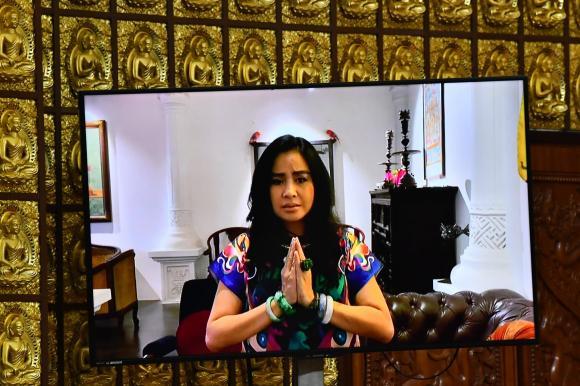 lễ cầu siêu phi nhung, phi nhung, tang lễ phi nhung, phi nhung mất, con gái nuôi phi nhung, sao việt, con gái nuôi Phi Nhung - Quỳnh Trang