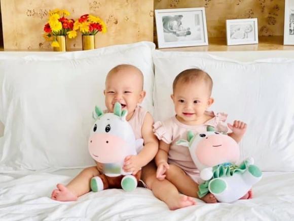 'Cười bò' với biểu cảm đối lập khi 2 con Hà Hồ tập ăn: Leon không hổ danh 'thánh meme', Lisa điềm tĩnh như công chúa