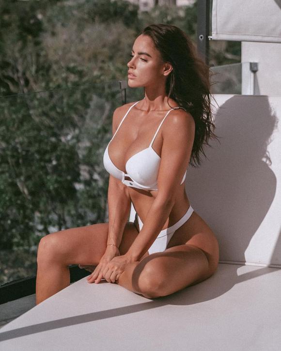 Lucia Javorcekova, người mẫu, vòng một khủng