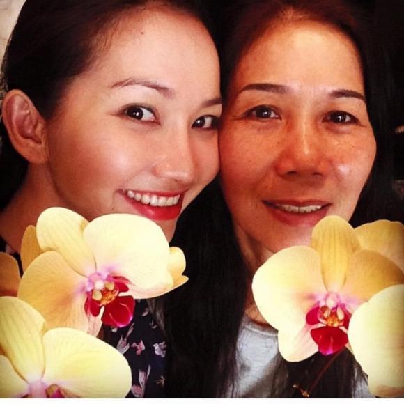Kim Hiền nghẹn ngào mừng sinh nhật đến mẹ ruột quá cố: 'Con vẫn không tin mẹ đã rời con 1 năm'