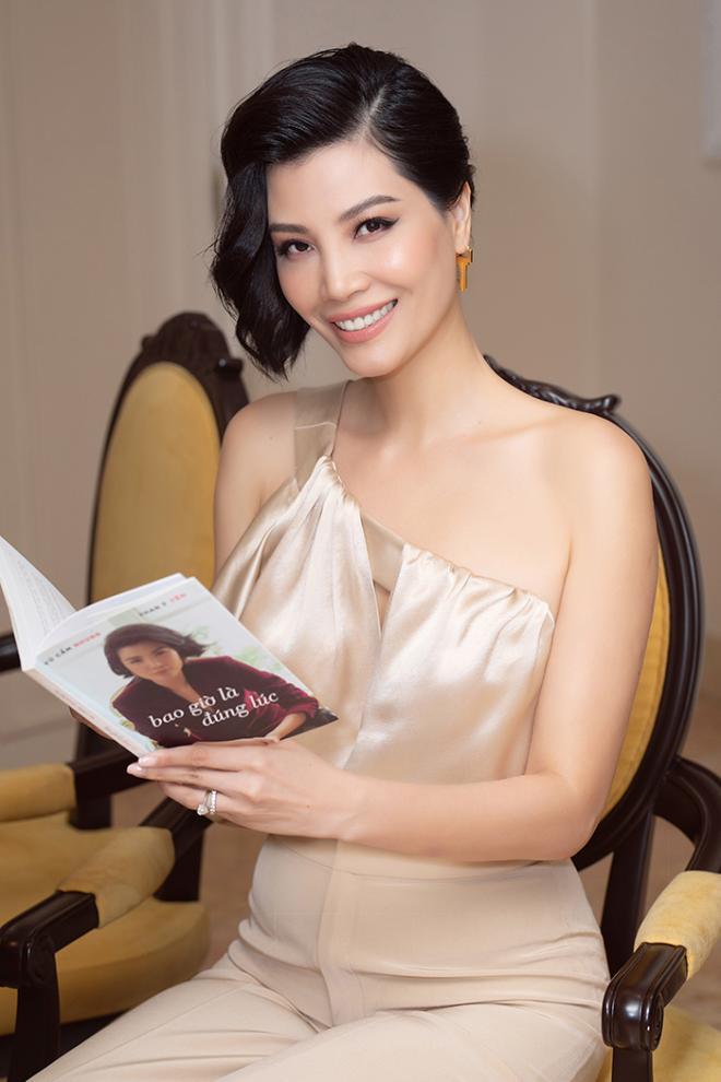NTK Đức Hùng - Á hậu Tú Anh dự ra mắt sách của cựu siêu mẫu Vũ Cẩm Nhung 8