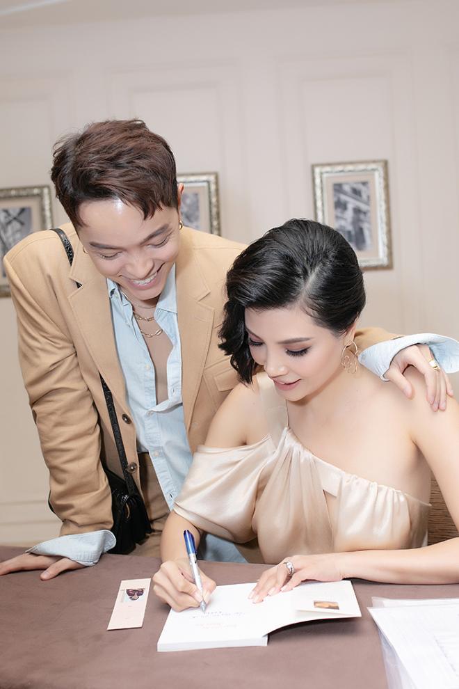 NTK Đức Hùng - Á hậu Tú Anh dự ra mắt sách của cựu siêu mẫu Vũ Cẩm Nhung 5