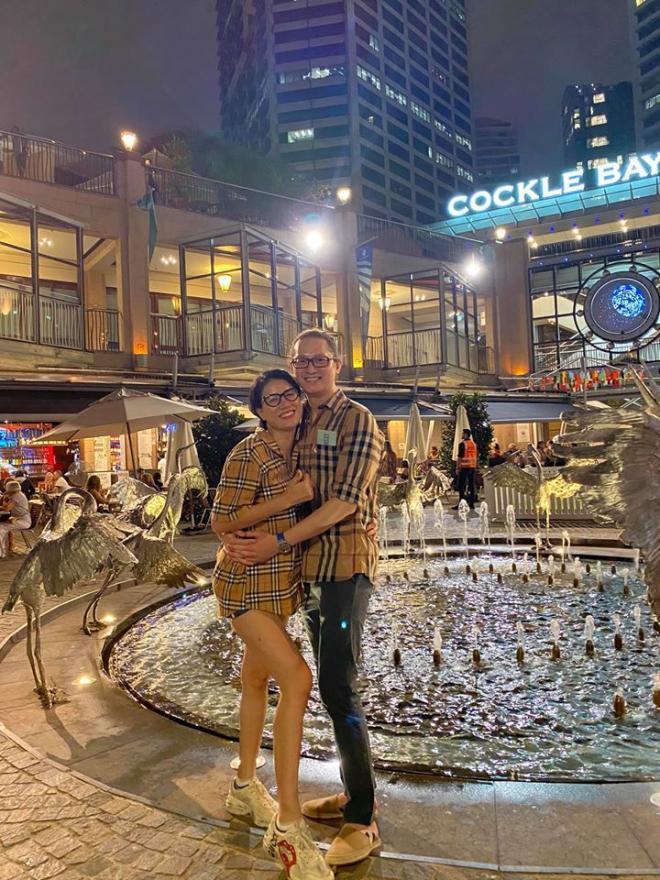 Trang Trần lại bị các chị em Facebook chửi là 'chợ búa mà lấy được chồng đẹp trai' 0