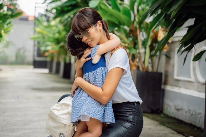 Hà Anh và con gái 2