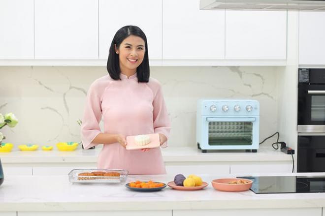 Hoa hậu Ngọc Hân làm bánh trung thu cực khéo, được mẹ và bà ngoại khen hết lời 9