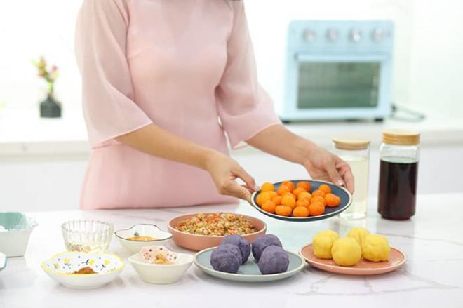 Hoa hậu Ngọc Hân làm bánh trung thu cực khéo, được mẹ và bà ngoại khen hết lời 7