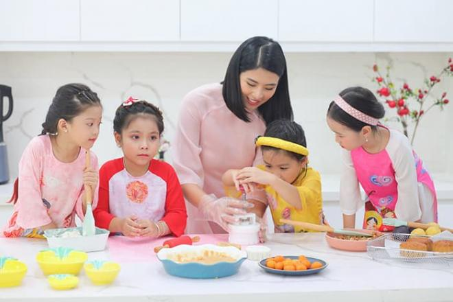 Hoa hậu Ngọc Hân làm bánh trung thu cực khéo, được mẹ và bà ngoại khen hết lời 5