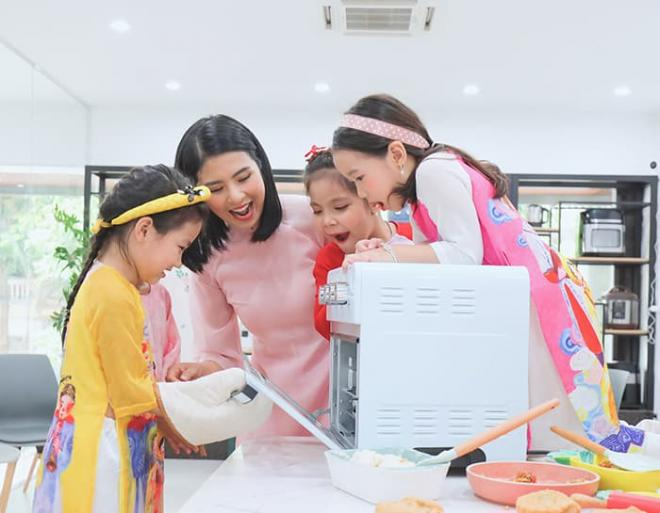 Hoa hậu Ngọc Hân làm bánh trung thu cực khéo, được mẹ và bà ngoại khen hết lời 4