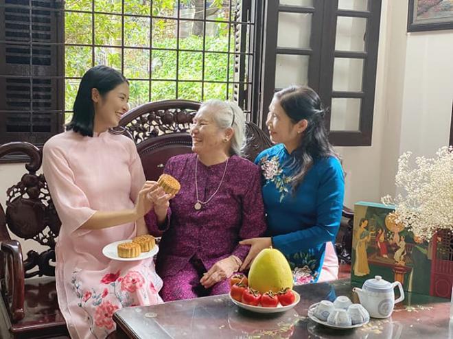 Hoa hậu Ngọc Hân làm bánh trung thu cực khéo, được mẹ và bà ngoại khen hết lời 3