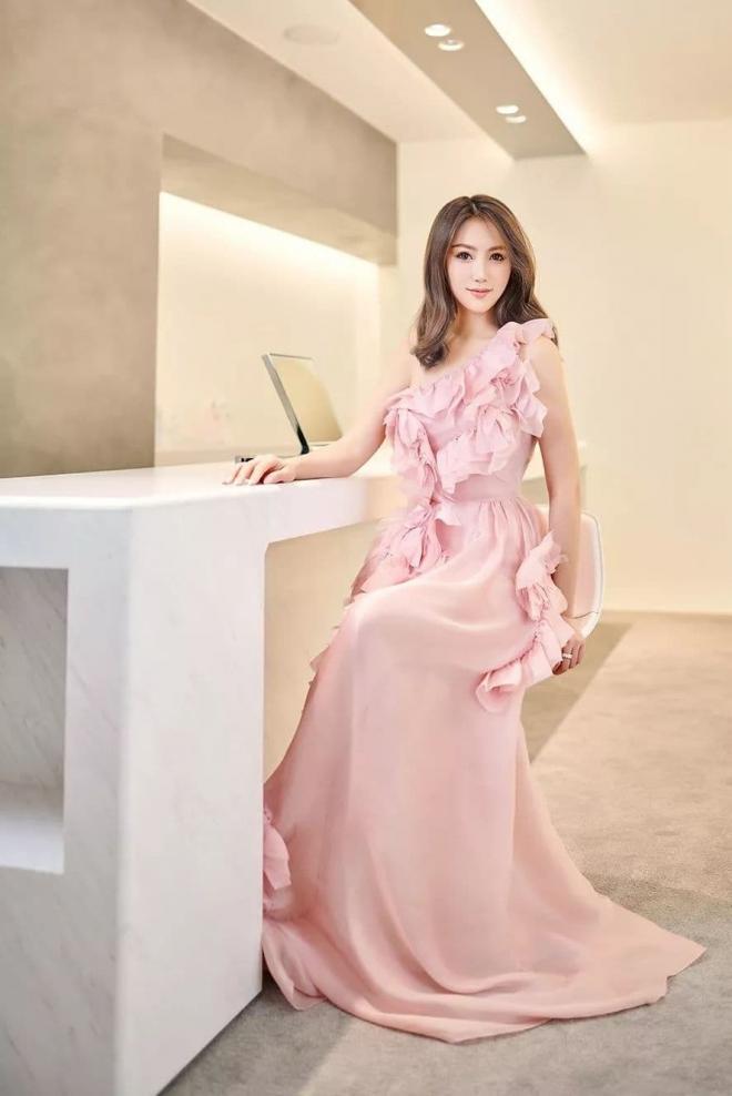 Hé lộ gia thế khủng của hội chị em Angela Baby khiến bà xã Huỳnh Hiểu Minh cũng phải lép vế 17