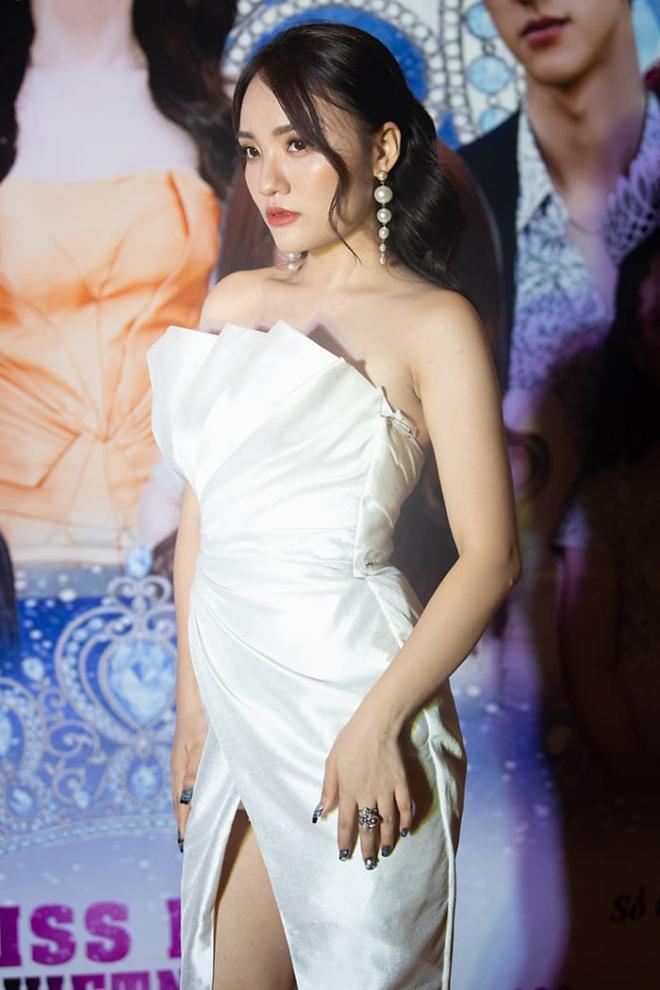 Nhật Thủy diện đầm xẻ gợi cảm, thần thái ngút ngàn làm giám khảo Miss Baby Viet Nam 2020 5