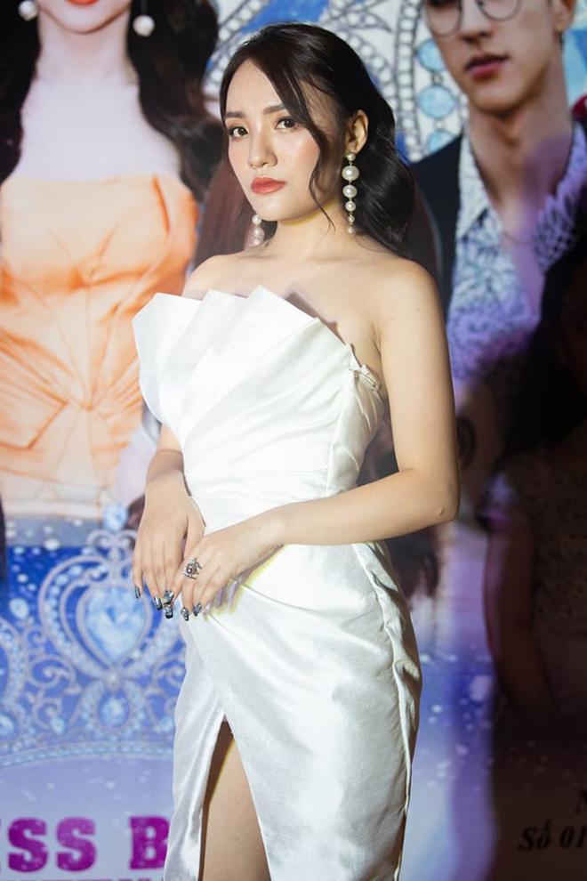 Nhật Thủy diện đầm xẻ gợi cảm, thần thái ngút ngàn làm giám khảo Miss Baby Viet Nam 2020 4