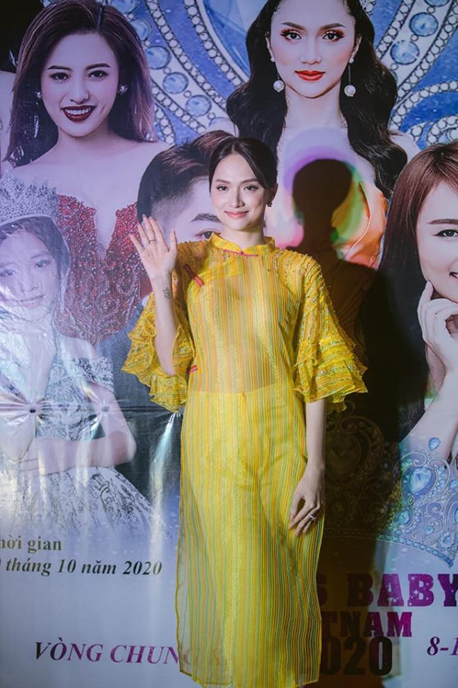 Nhật Thủy diện đầm xẻ gợi cảm, thần thái ngút ngàn làm giám khảo Miss Baby Viet Nam 2020 3
