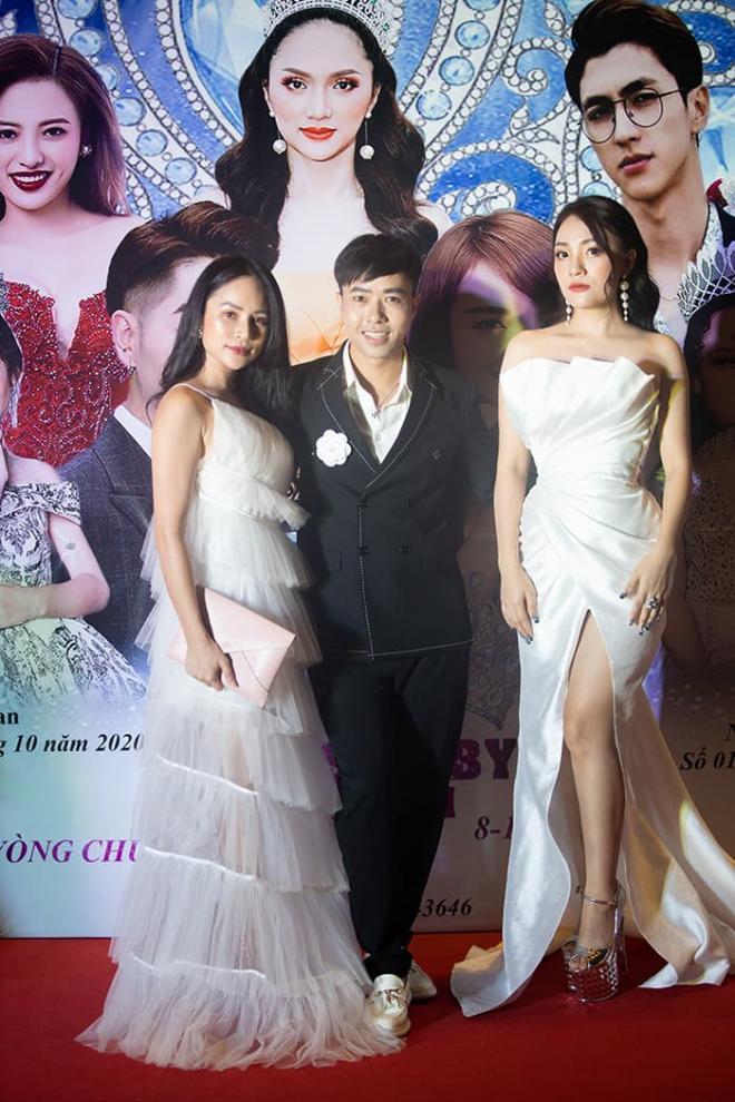 Nhật Thủy diện đầm xẻ gợi cảm, thần thái ngút ngàn làm giám khảo Miss Baby Viet Nam 2020 2