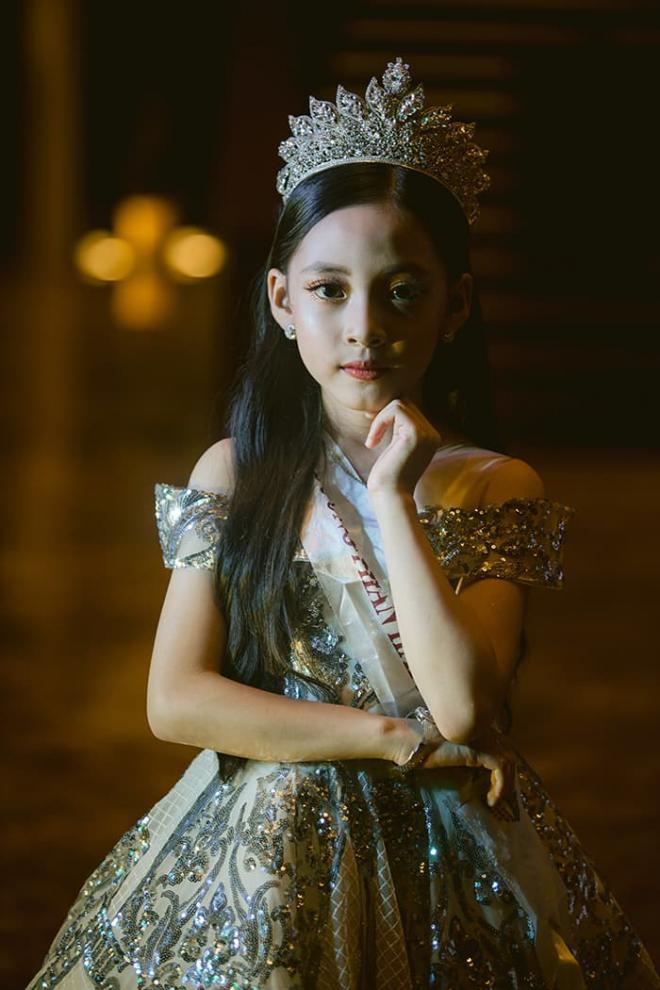 Nhật Thủy diện đầm xẻ gợi cảm, thần thái ngút ngàn làm giám khảo Miss Baby Viet Nam 2020 1